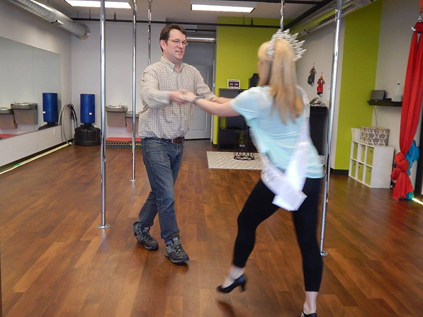 Jessica Mason dancing with fiance Bill Froehlich