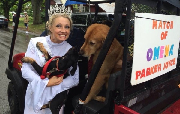 Jessica at Northport Dog Parade. Photo credit: Jessica Mason's Ms. Michigan State America 2016 FB page